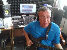Андрей Климнюк заканчивает работу над новым альбомом с рабочим названием «Апрель» 2014. 11 апреля 2014 года