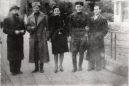 Петр (первый слева) и Вера Лещенко с советскими офицерами. Бухарест,  октябрь 1945 года. Из коллекции Сергея Ставицкого (Запорожье)