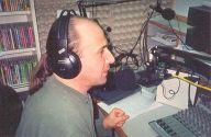 Израиль. В начале карьеры на одной из пиратских,  но очень популярной,  русскоязычной радиостанции Израиля.